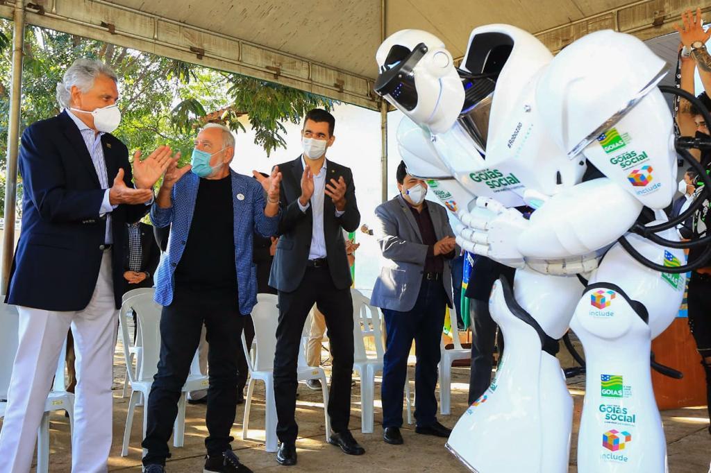 """Caiado cita """"revolução"""" ao inaugurar laboratórios de robótica"""
